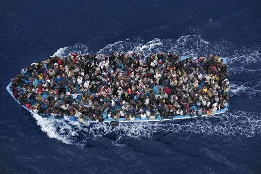 Meeste stemmen publiek World Press Photo 15 voor beelden bootvluchtelingen en MH17