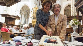 90 90-jarigen op de taart bij Marilyn