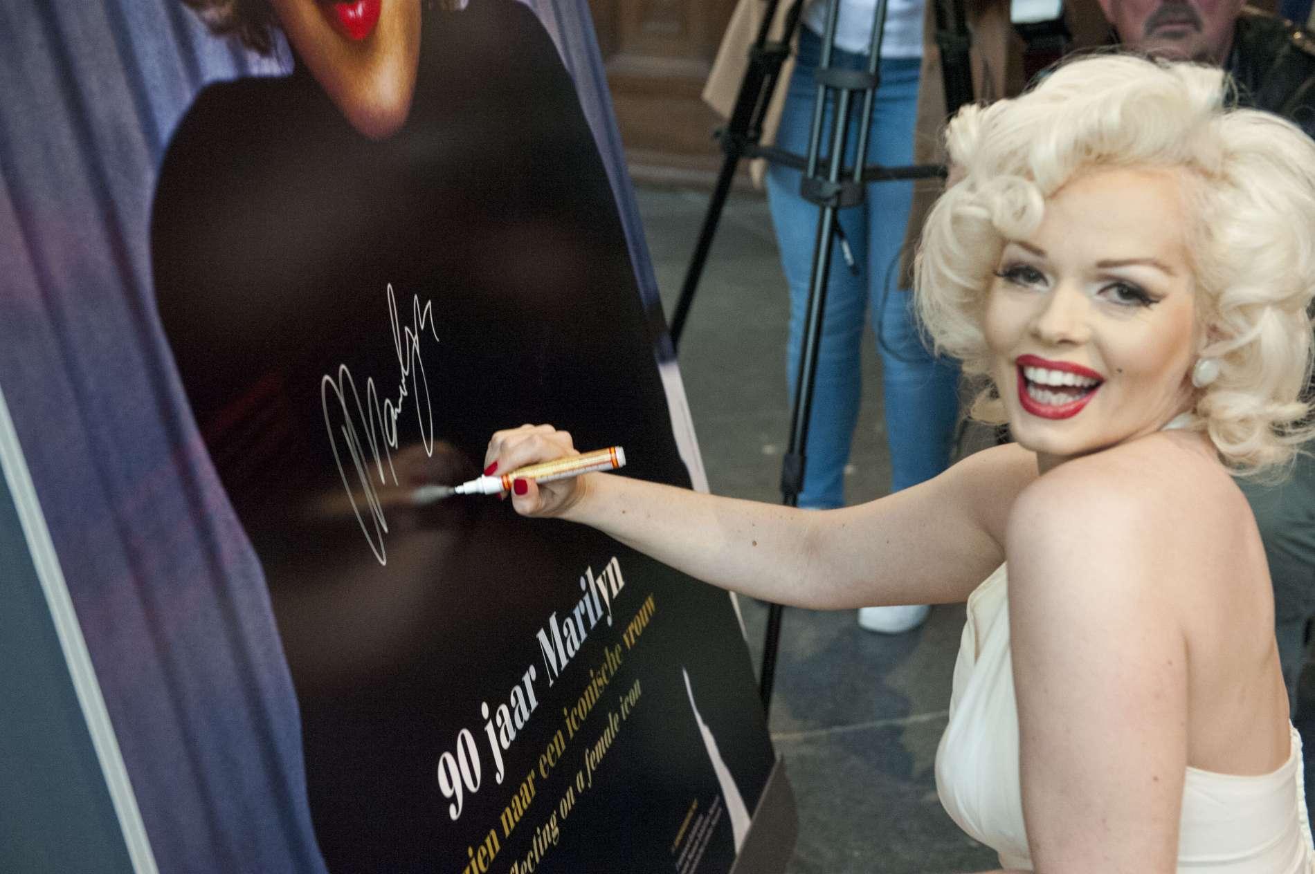 Top lookalike en tribute artiest Claudia van Etten als Memory Monroe Foto Janiek Dam