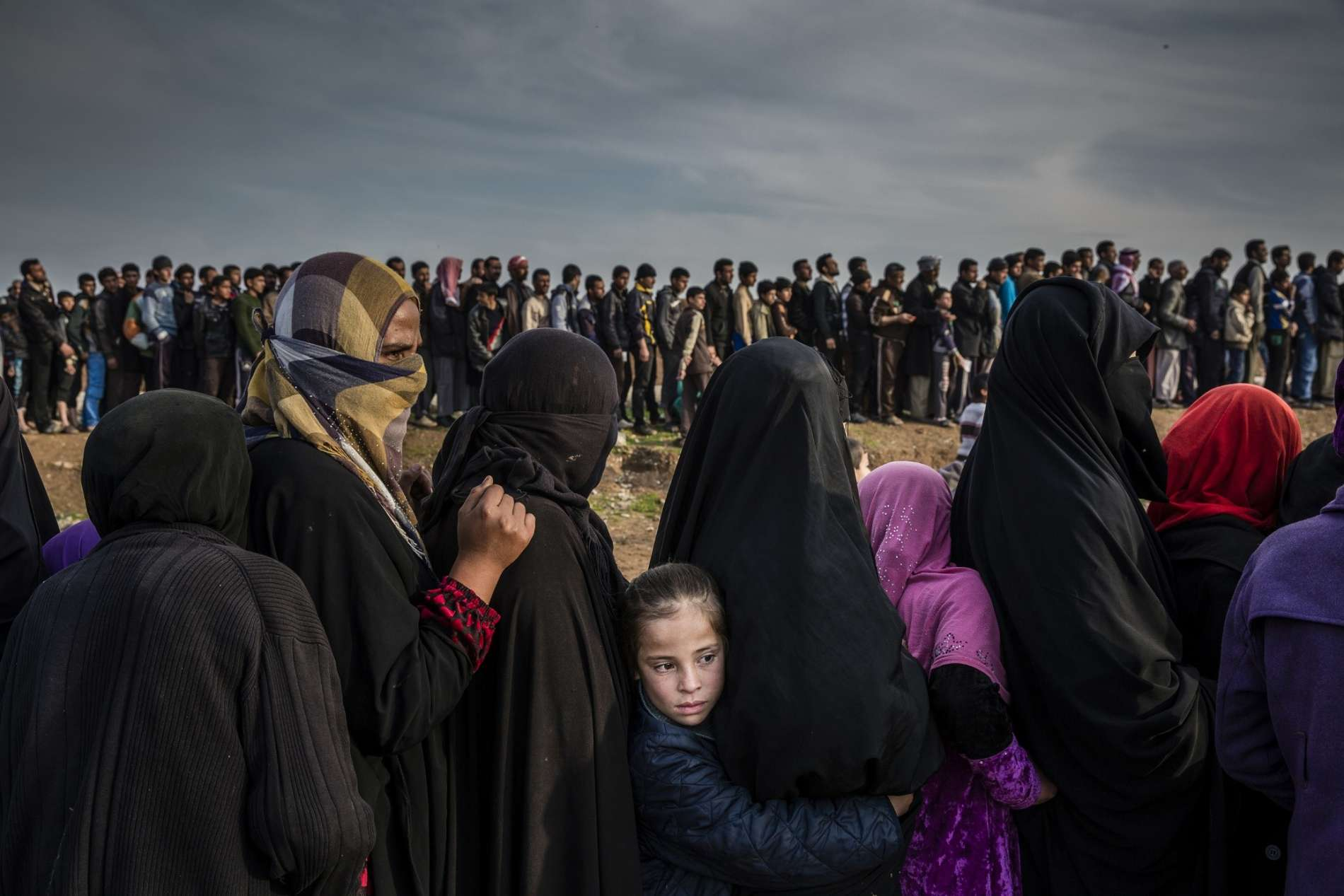 The Battle for Mosul - Lined Up for an Aid Distribution © Ivor Prickett