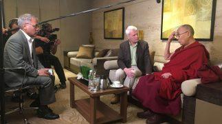 Adriaan van Dis en de Dalai Lama ontmoeten elkaar weer na 30 jaar